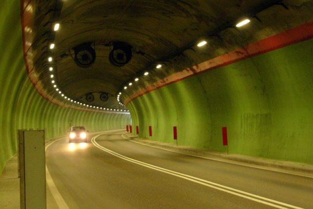 Silniční tunel