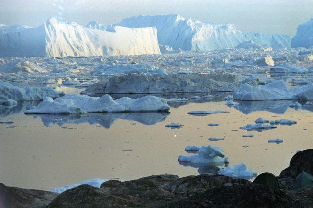 Tající obrovské ledovcové kry | foto: licence Creative Commons Attribution-ShareAlike 2.5,  Michael Haferkamp
