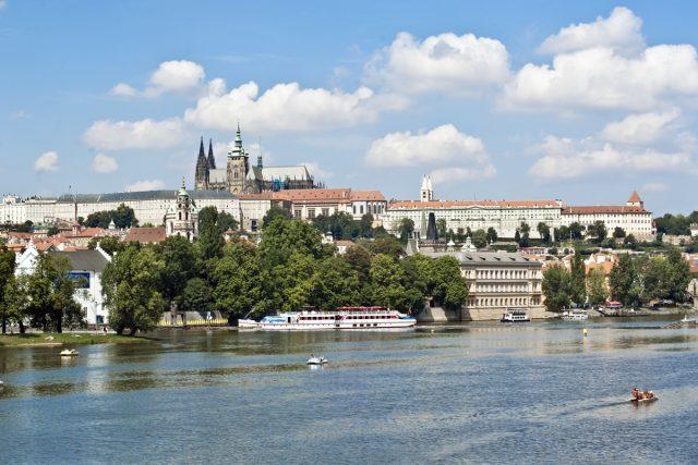 Pohled na Pražský hrad od Vltavy   foto: Filip Jandourek