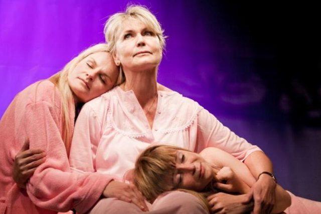 Elaine Murphyová - Tři holky jako květ, inscenace v Komorní Fidlovačce