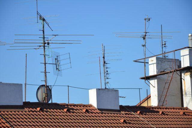 Antény na střeše (ilustr. foto)