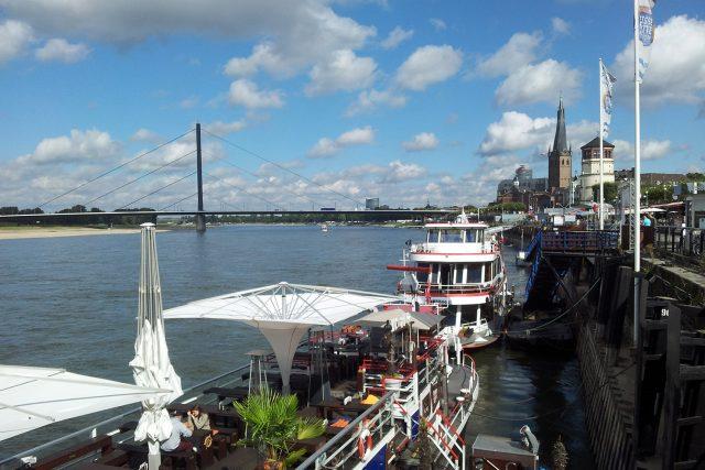 Poznat město zpaluby parníku? To je jedna z mnoha možností, jak mohou turisté objevit krásy Düsseldorfu