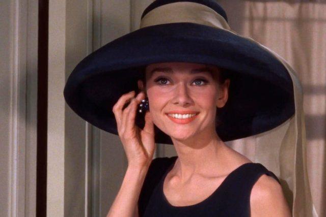 Audrey Hepburnová ve filmu Snídaně u Tiffanyho  (1961) | foto: Paramount Pictures ,   public domain