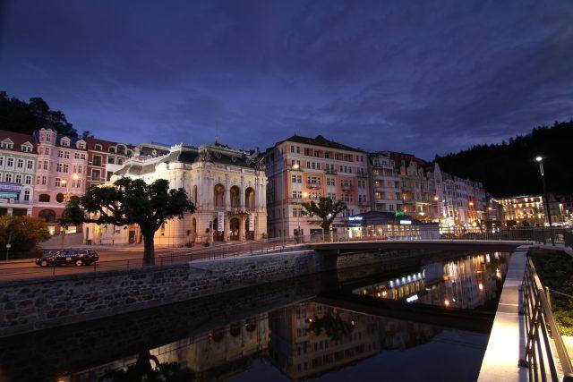 Divadelní náměstí Karlovy Vary