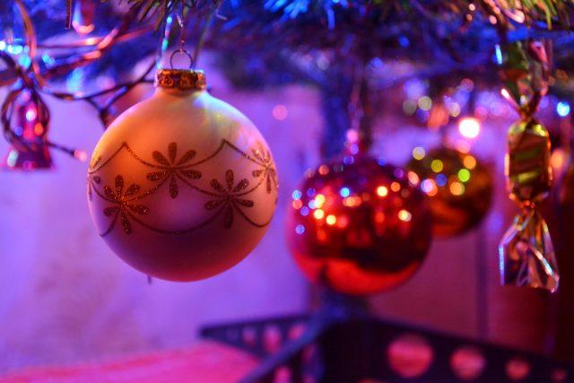 Vánoce, vánoční ozdoby, vánoční výzdoba, vánoční koule, vánoční stromek, vánoční stromeček (ilustrační foto)