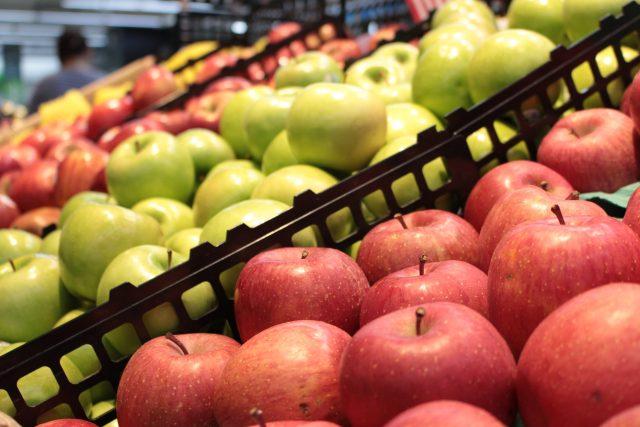 Ovoce v supermarketu | foto: CC0 Public domain,   Lustrous