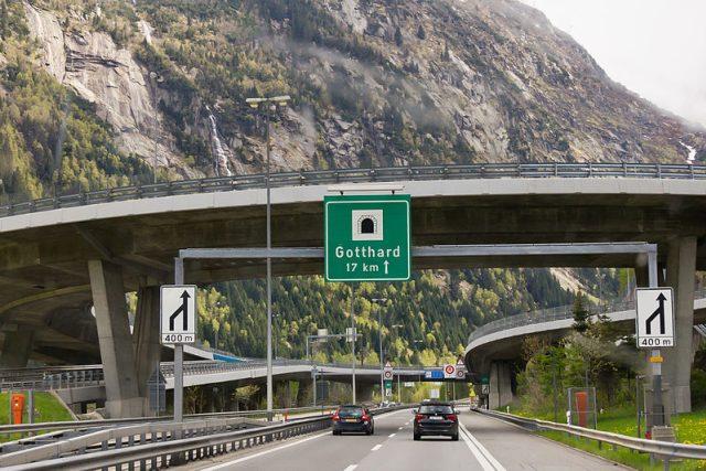 Gotthardský tunel, jedna z nejdůležitějších severo-jižních dopravních tepen v Evropě
