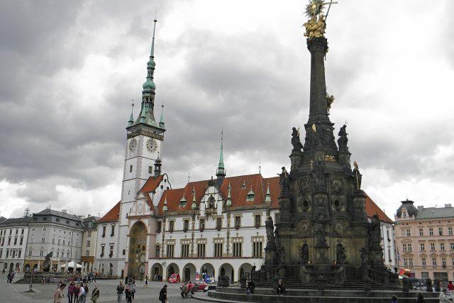 Sloup Nejsvětější Trojice a olomoucká radnice jsou dnes největšími památkami Horního náměstí