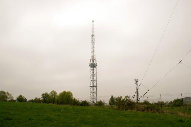 Vrcholu kopce Předina dnes dominuje středovlnný vysílač vysoký 155 metrů