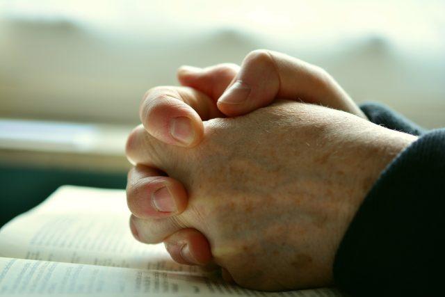 Modlitba  (ilustrační foto) | foto:  pixabay.com