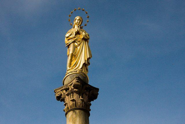 Panna Marie na mariánském sloupu