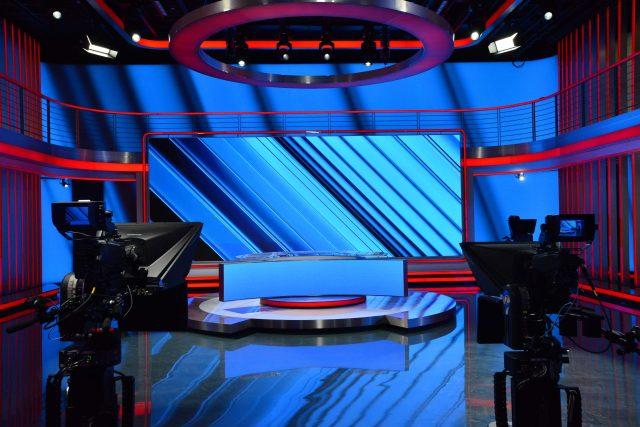 Celková plocha studia CNN Prima News je téměř 300 metrů čtverečních, prostoru dominuje moderátorský pult se zabudovanou LED obrazovkou