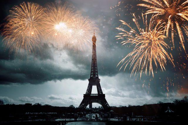 Eiffelova věž,  Paříž,  ohňostroj  (ilustrační foto) | foto: Profimedia