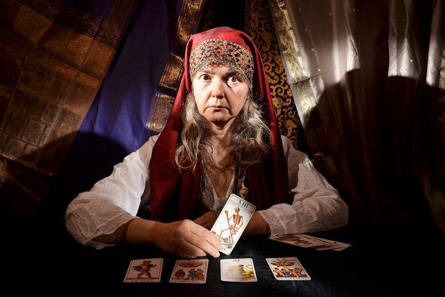 věštkyně - věštba - věštění - taroty - tarotové karty