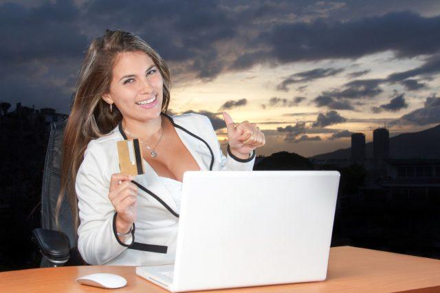 výhodný nákup, teleshopping, kreditní karta, notebook