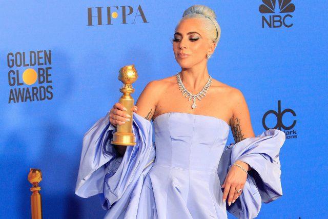 Zpěvačka a herečka Lady Gaga na slavnostním večeru k udílení filmových cen Zlatý glóbus   foto: Joe Seer,  Shutterstock