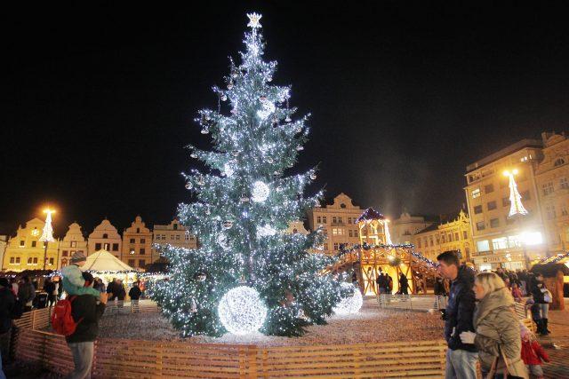Vánoční strom na plzeňském náměstí Republiky