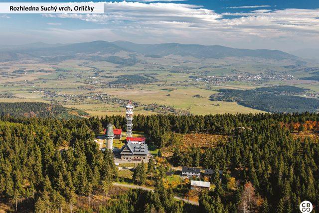 Rozhledna Suchý vrch, jež je součásti Kramářovy chaty, byla původně stavěna jako vodárenská věž v letech 1931-1932. Je vysoká 33 metrů a její tvar připomíná hřib