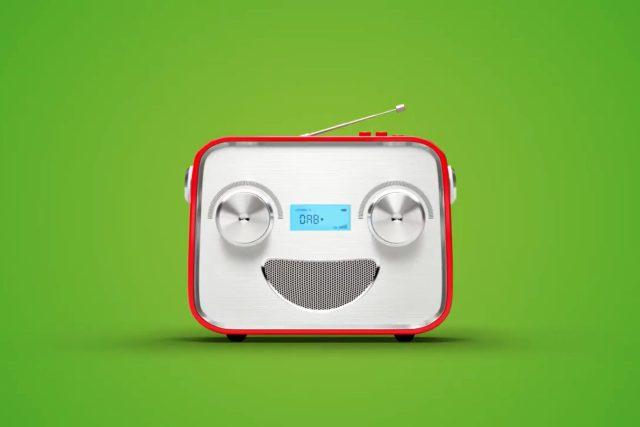 Maskot švýcarské kampaně - rozhlasový přijímač DAB+