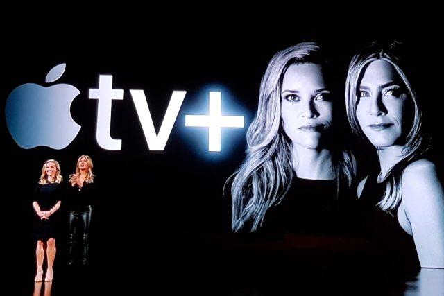 Reese Witherspoon a Jennifer Aniston na tiskové konferenci Applu