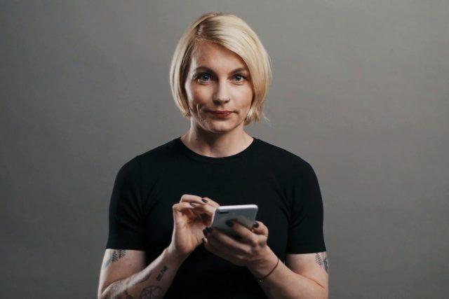Ivana Veselková, jedna z průvodkyň podcastového pořadu Buchty, jako tvář portálu mujRozhlas