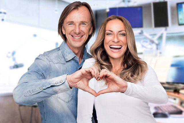 Moderátoři rozhlasové stanice Antenne Bayern Wolfgang Leikermoser a Indra Gerdesová
