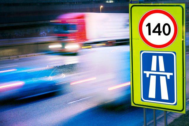 Maximální povolená rychlost na dálnici 140 km/h (ilustrační foto)