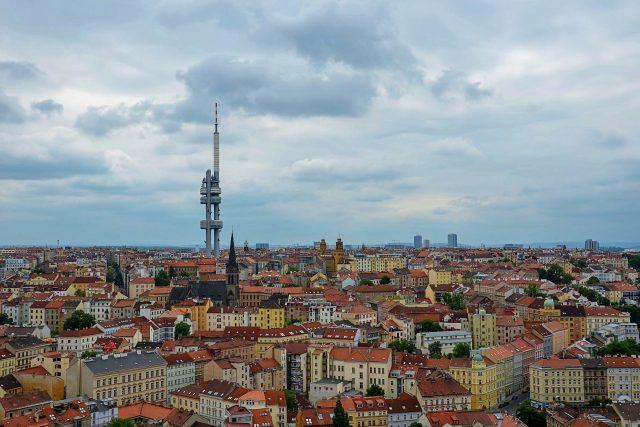 Z vyhlídky v památníku si můžete prohlédnout celou Prahu