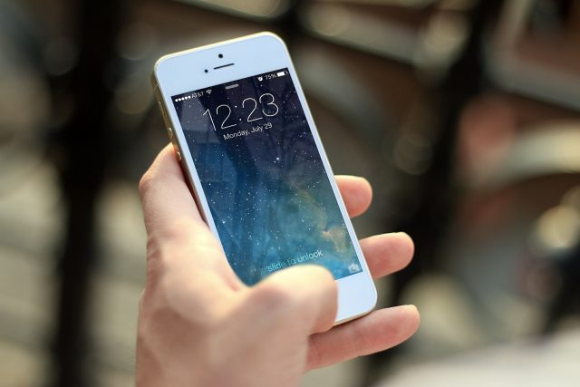 Mobil, mobilní telefon (ilustrační foto)