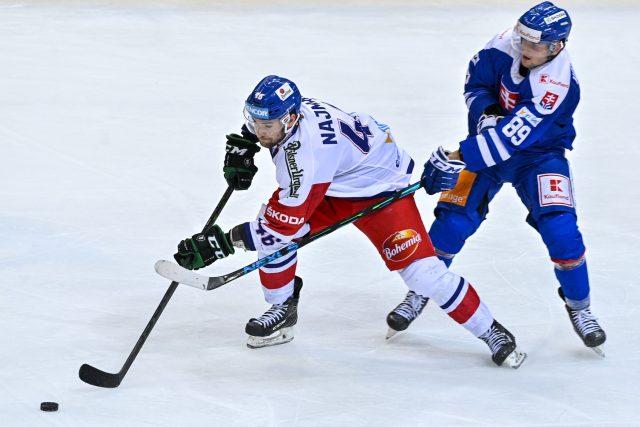Utkání Euro Hockey Challenge: ČR - Slovensko, 6. května 2021 v Praze. Zleva Ondřej Najman z ČR a Adrián Holešinský ze Slovenska