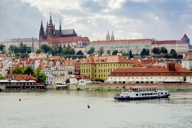 Loď, Vltava, lodní doprava na Vltavě, Praha, Pražský hrad